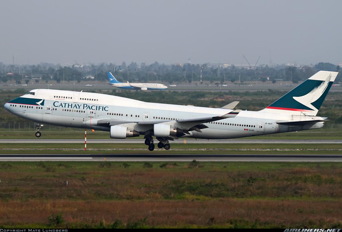 バンコクに着陸するB-HKT号