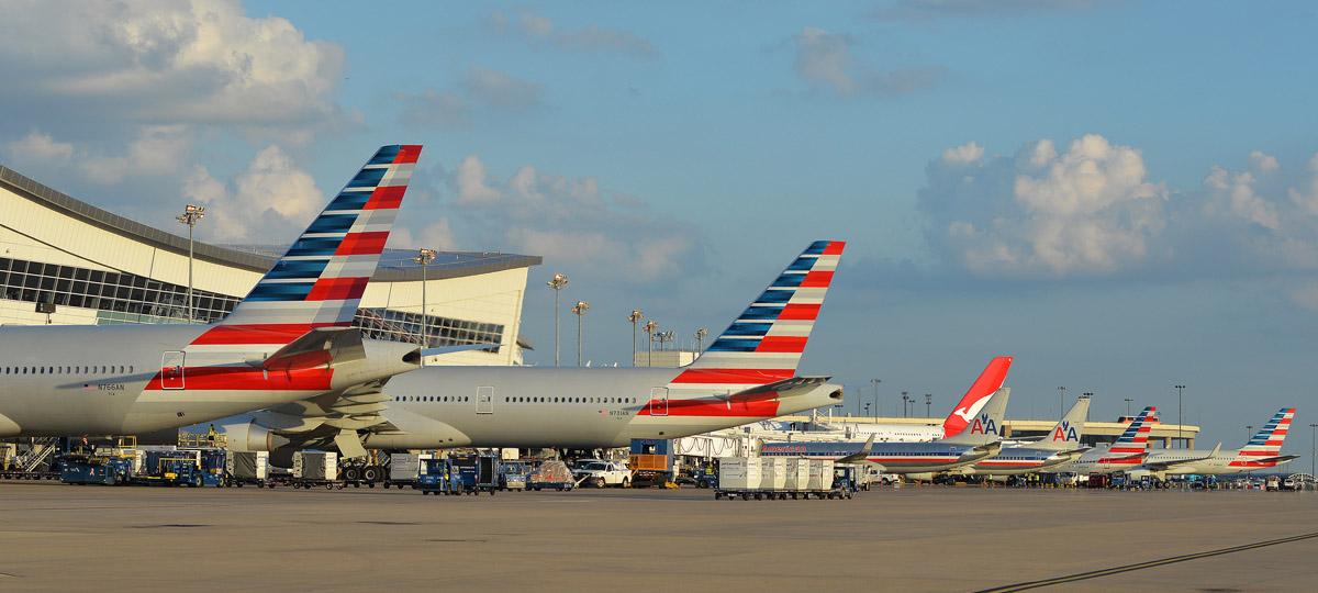 米国でアメリカン航空の新広告キャンペーンが炎上 米国民の航空旅行への不満が背景に?